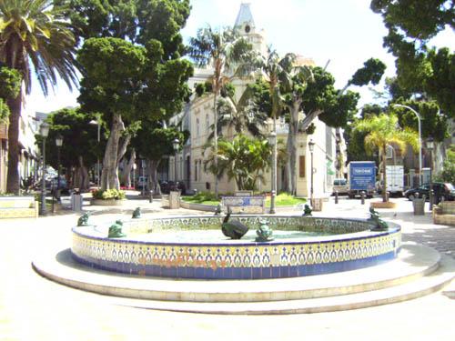 Los Patos Square